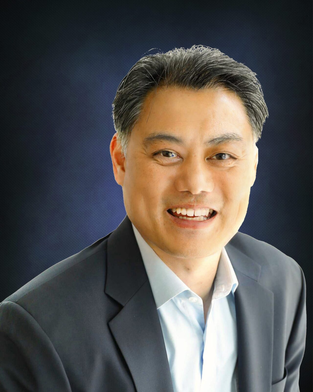 Ronald Lau Headshot